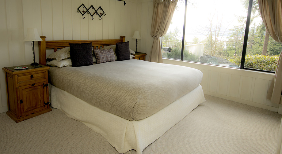 Quarrystone house bed and breakfast on salt spring island for Stone island bedding