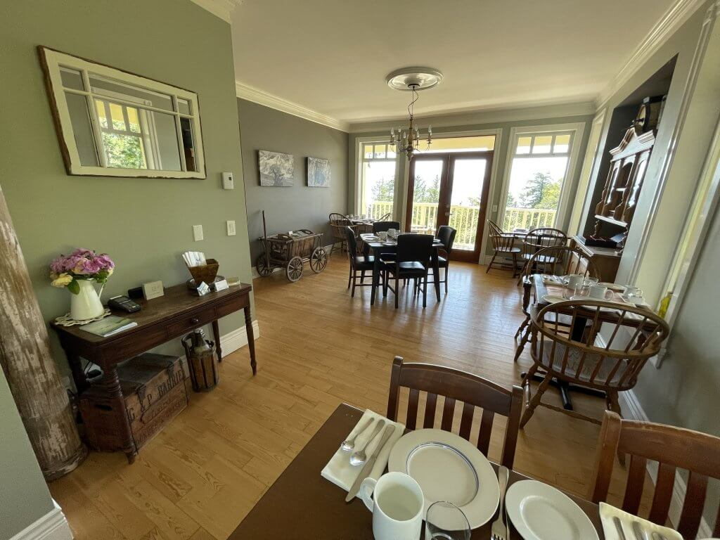 Bed and Breakfast Dining Area Salt Spring Island